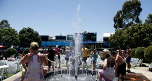 (WORLD SECTION) AUSTRALIA-MELBOURNE-HEAT by .