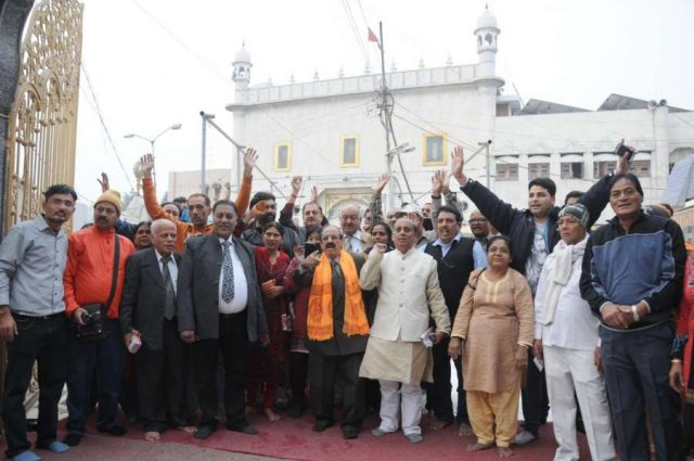 Amritsar: A group of Hindu pilgrims before leaving for Katasraj temple (Pakistan) at Durgiana Temple in Amritsar on Dec 10, 2015. (Photo: IANS) by .