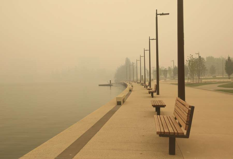 CANBERRA, Jan. 5, 2020 (Xinhua) -- A park next to Lake Burley Griffin is shrouded in bushfire smoke in Canberra, Australia, Jan. 5, 2020. Australia's bushfire crisis, which has seen more than 1,500 homes destroyed and at least 23 confirmed deaths according to The Australian newspaper, were expected to be exacerbated by catastrophic conditions forecast for Saturday. (Photo by Chu Chen/Xinhua/IANS) by .