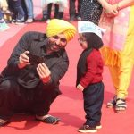 New Delhi: AAP MP Bhagwant Mann poses for selfies with one-year-old baby mufflerman Avyaan Tomar at the swearing-in ceremony of AAP chief Arvind Kejriwal and his Cabinet at Ramlila Maidan on Feb 16, 2020. (Photo: IANS) by .