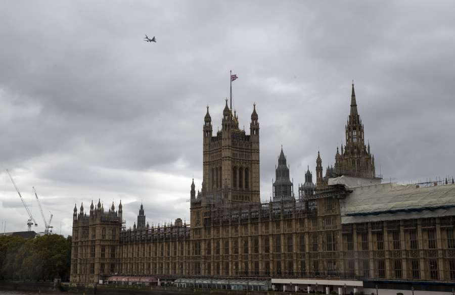 LONDON, Oct. 18, 2019 (Xinhua) -- Photo taken on Oct. 17, 2019 shows the Houses of Parliament in London, Britain. The European Union and Britain have reached a new Brexit deal, President of the European Commission Jean-Claude Juncker said Thursday on his twitter account. (Xinhua/Han Yan/IANS) by .